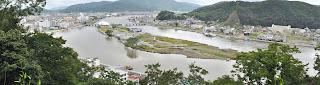 石巻市日和山より同市中瀬を望む(撮影:2012年7月8日)