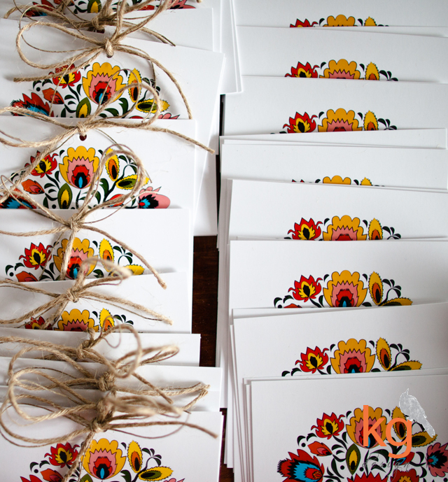 oryginalne zaproszenia ślubne, łowicka wycinanka, motyw ludowy, folk, artystyczne zaproszenia, motyw przewodni, kwiaty, RSVP, jesienne kolory, czerwony, pomarańczowy, niebieski, kwadratowe, motyw folkowy, folkowe zaproszenia ślubne, motyw góralski,