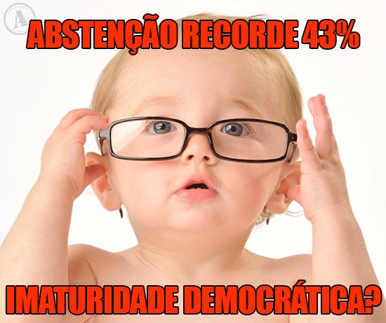 Bebé a justar os óculos – Abstenção recorde 43%...imaturidade democrática?