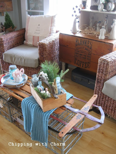 Chipping with Charm: Christmas Tote and a Sled Table...http://www.chippingwithcharm.blogspot.com/