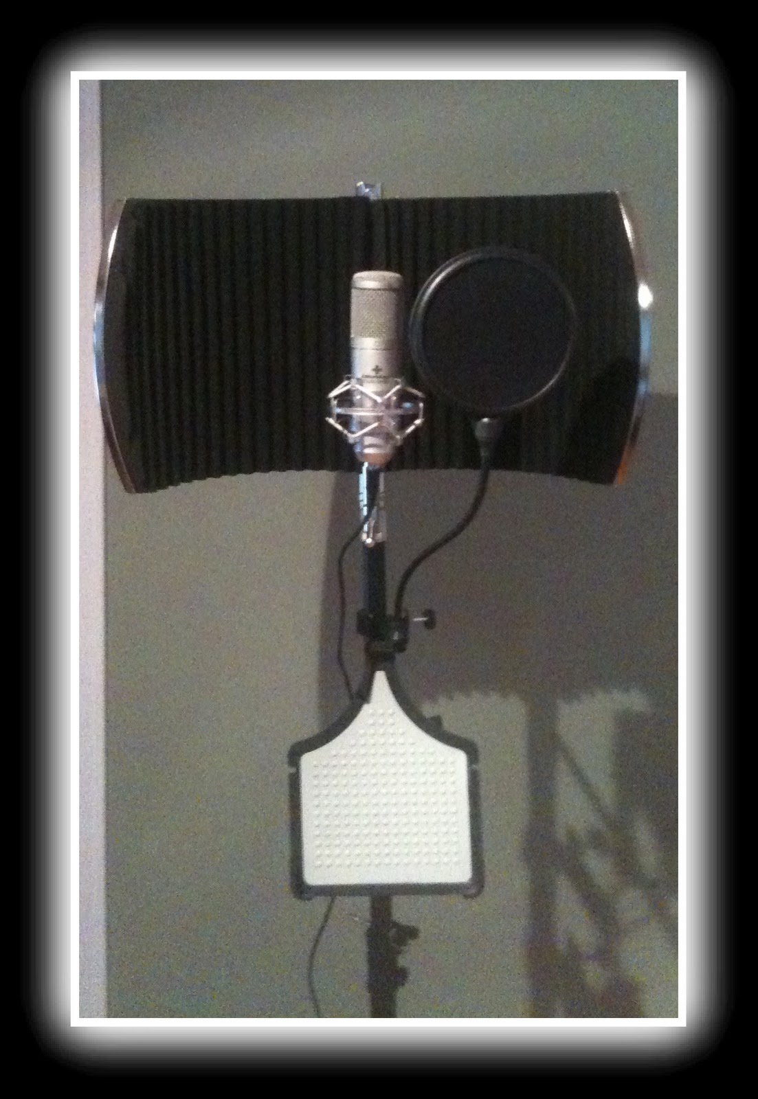 Vendera's Review-Portable Vocal Booth Pro by Editors Keys