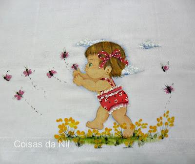 """""""fralda pintada com menina de roupa vermelha e borboletas"""""""