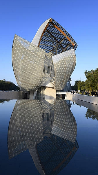 Fondation Louis Vuitton Paris by Frank Gehry