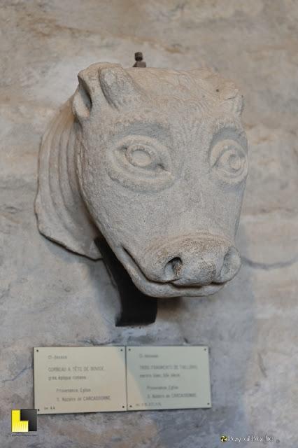 Représentation de vache médiévale château de Carcassonne photo pascal blachier