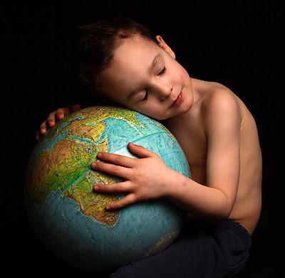 http://4.bp.blogspot.com/-OHyeT98gPYA/TZd_Zg_xeSI/AAAAAAAADpY/0MeMqUqdKRU/s1600/Peace%2Bon%2BEarth.jpg