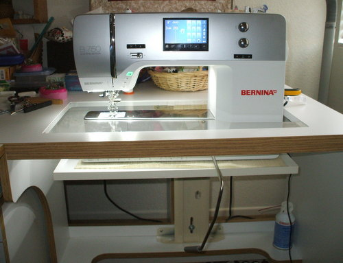 la quilter the 750 and horn cabinet rh laquilter blogspot com sewing machine cabinet for bernina 770 bernina sewing machine cabinet inserts