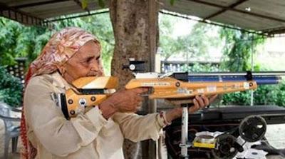 Nenek 78 Tahun ini, Adalah Seorang Sniper Profesional Didunia - infoinfo unik