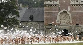 Potret 800 Orang Bugil dalam Perang Bantal Belgia