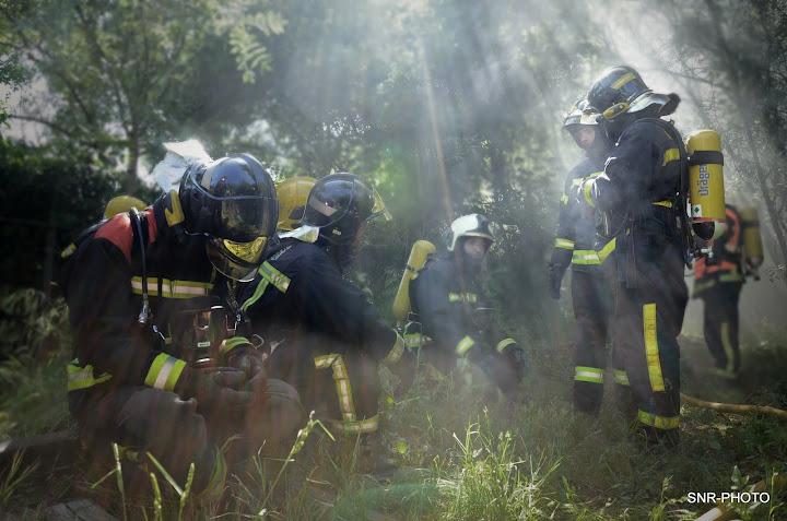 Bomberos esperan actuar en el tuneldonde se ha producido un incendio