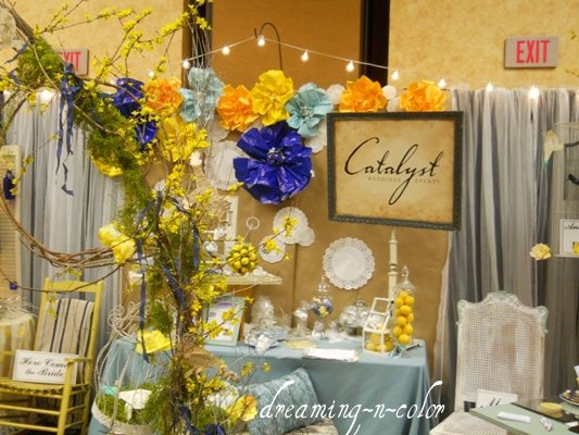 Dreamingincolor how to make paper flowers a few weeks ago i designed a booth for a bridal show it was an outdoor theme and we had to come up with inexpensive decor making anything that costs next mightylinksfo Gallery