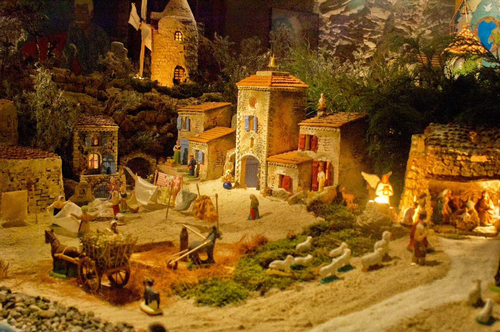 La cr che par maxime codou le petit village de provence for Creche salon de provence