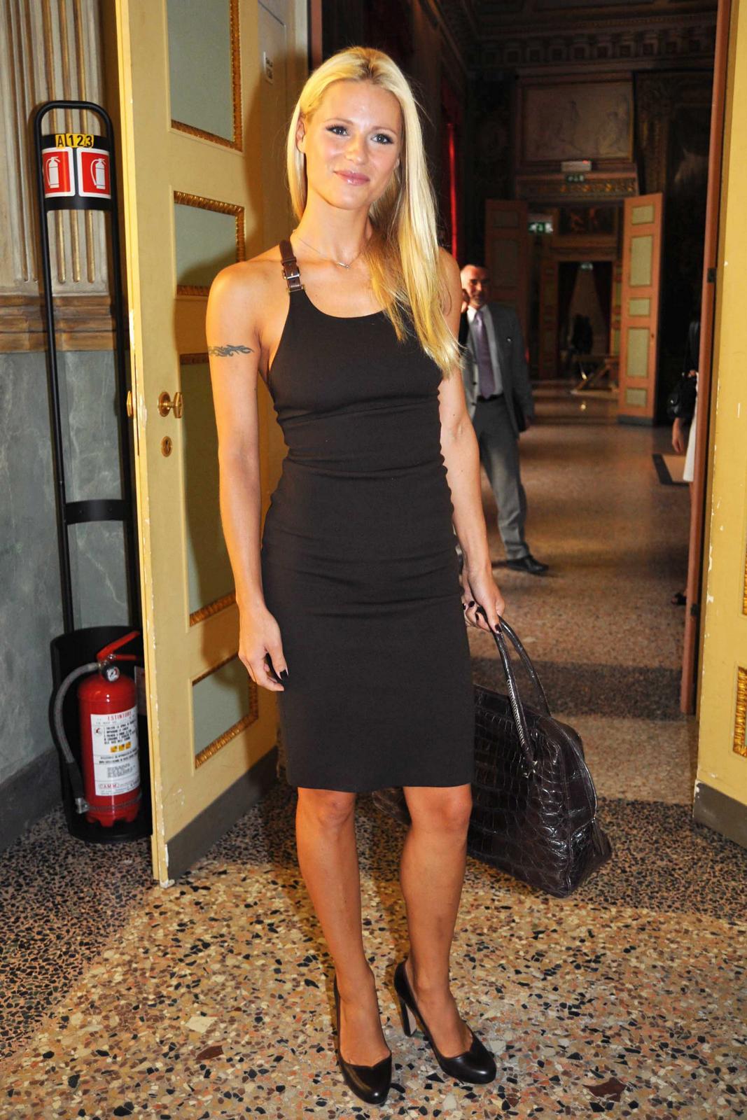 Simona Branchetti Hot >> Le mani delle star: Sempre più bella Michelle