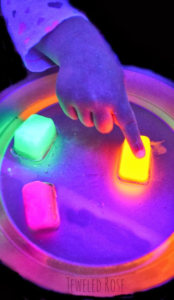 Glowing oil ice experiment growing a jeweled rose for Cool fun projects
