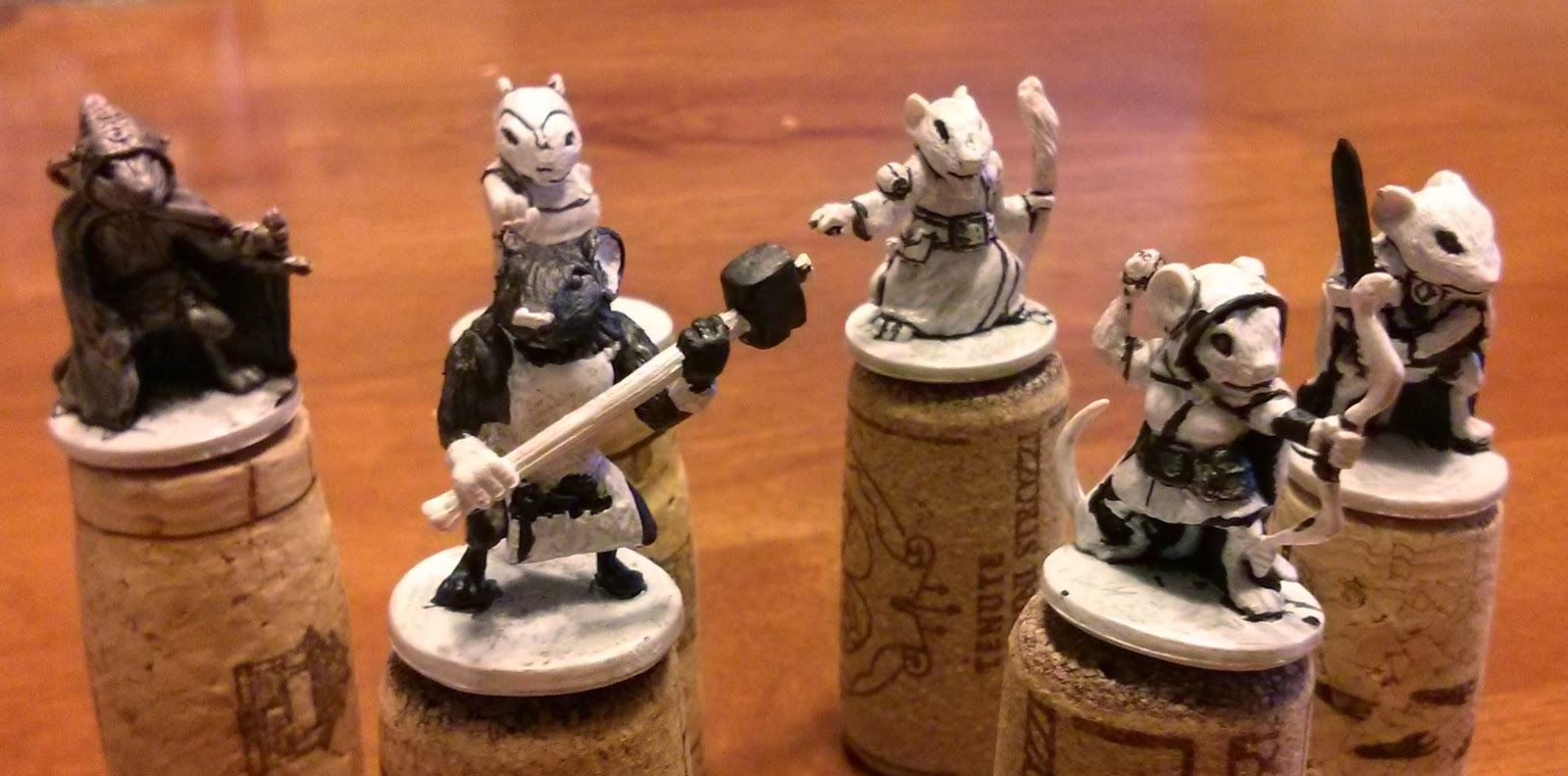 Painting miniatures color master primer - Filch Was The First One I Painted The Figure On The Far Left Above He Is Mostly Cloak And So This Was My Chance To Try Lowlighting