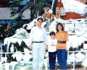 Loly y sus dos hijos.