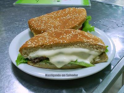 Suco 24h Rio Vermelho: Hambúrguer Catupiry