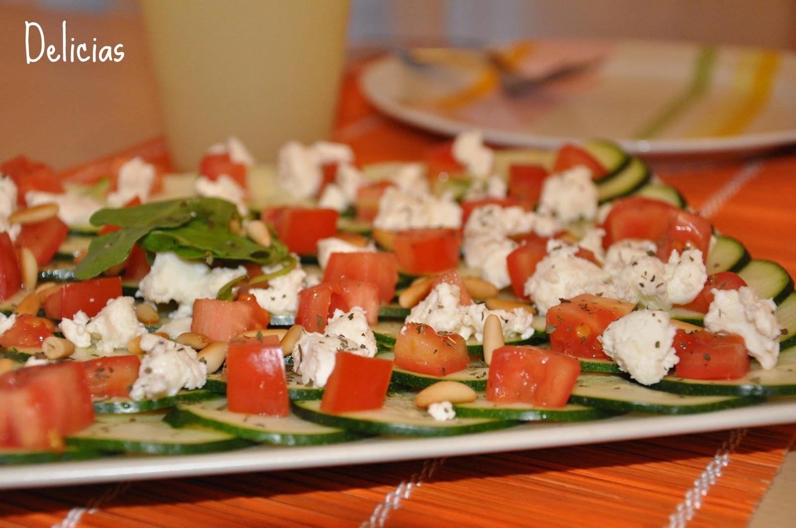 Carpaccio de calabacín, tomate y queso