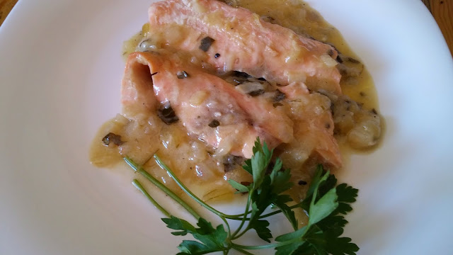 salmón en salsa de cobolla