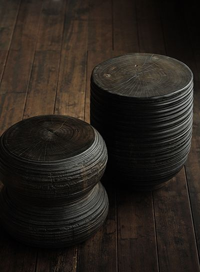 banquinho de madeira carbonizada