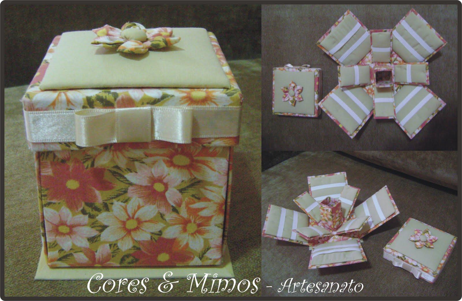 Caixa de Costura feita em papel panamá, revestida com tecido.