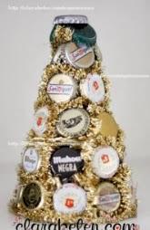 http://manualidades.facilisimo.com/blogs/objetos-decorativos/manualidades-de-reciclaje-arbol-de-navidad-con-chapas_942372.html