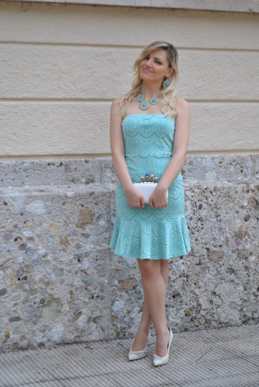 outfit abito verde acqua outfit verde come abbinare il verde abbinamenti verde  acqua abito di pizzo