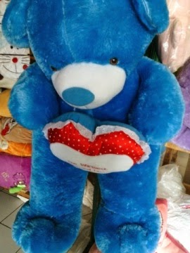boneka beruang warna biru