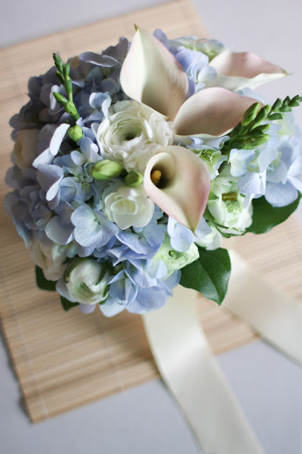 blue hydrangea bouquet and wedding colour scheme