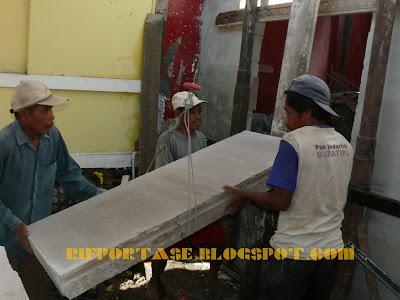 Image 5 : Proses pengangkatan plat lantai hebel