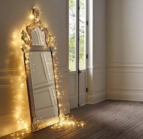 Espejo Dorado en la Pared
