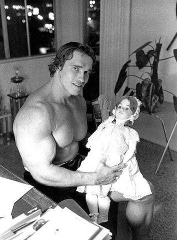 fotos curiosas arnold doll muñeca