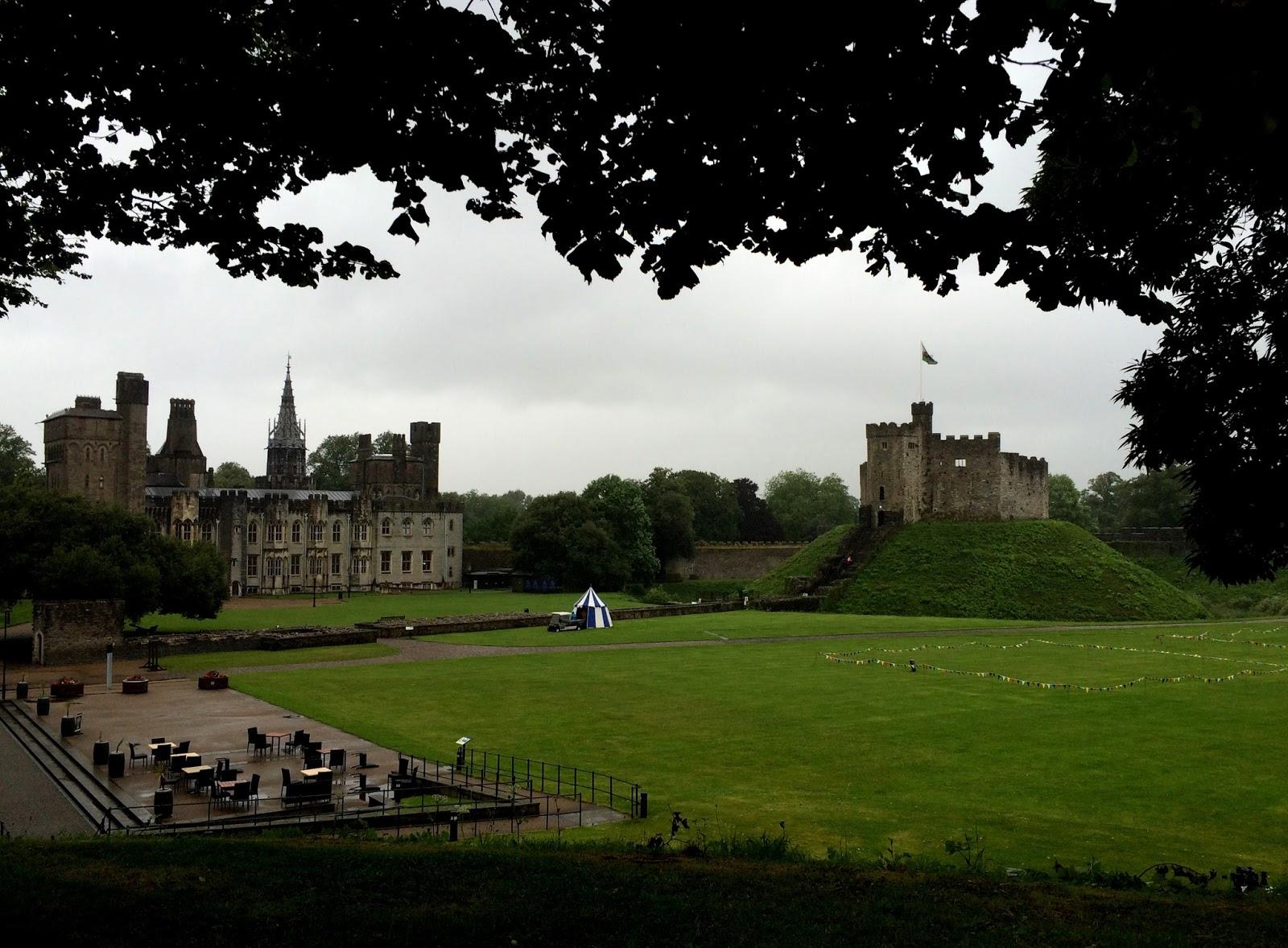 cozy birdhouse | a rainy trip to Cardiff castle