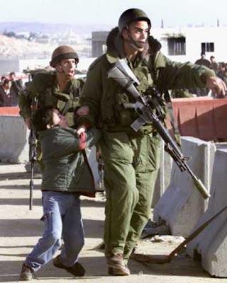 http://4.bp.blogspot.com/-OLgOnWqAGVg/T7RmdiybmSI/AAAAAAAAH70/v7wkYcezD1k/s1600/arresting-the-chief-perpetrator_ufr5e_19672.jpg
