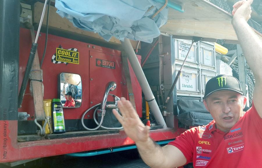 Душ в грузовике технического обеспечения