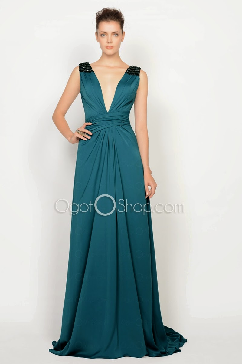 modelo de vestido azul com decote profundo - fotos e dicas