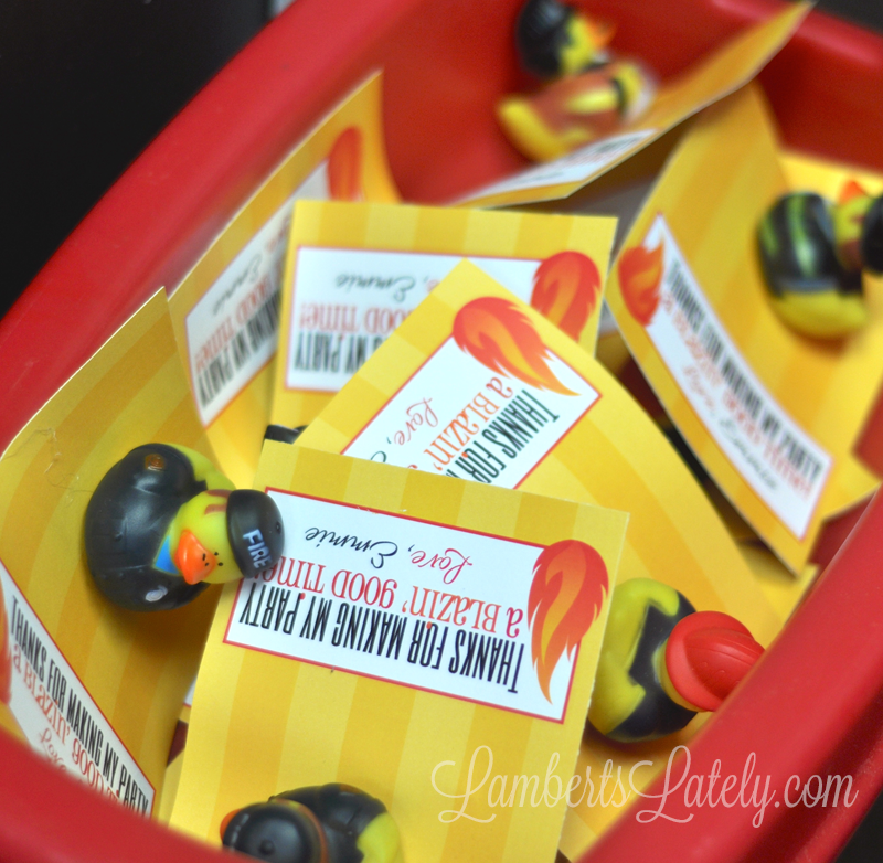 Cute favors for a fireman / firetruck birthday party! Free printables included.