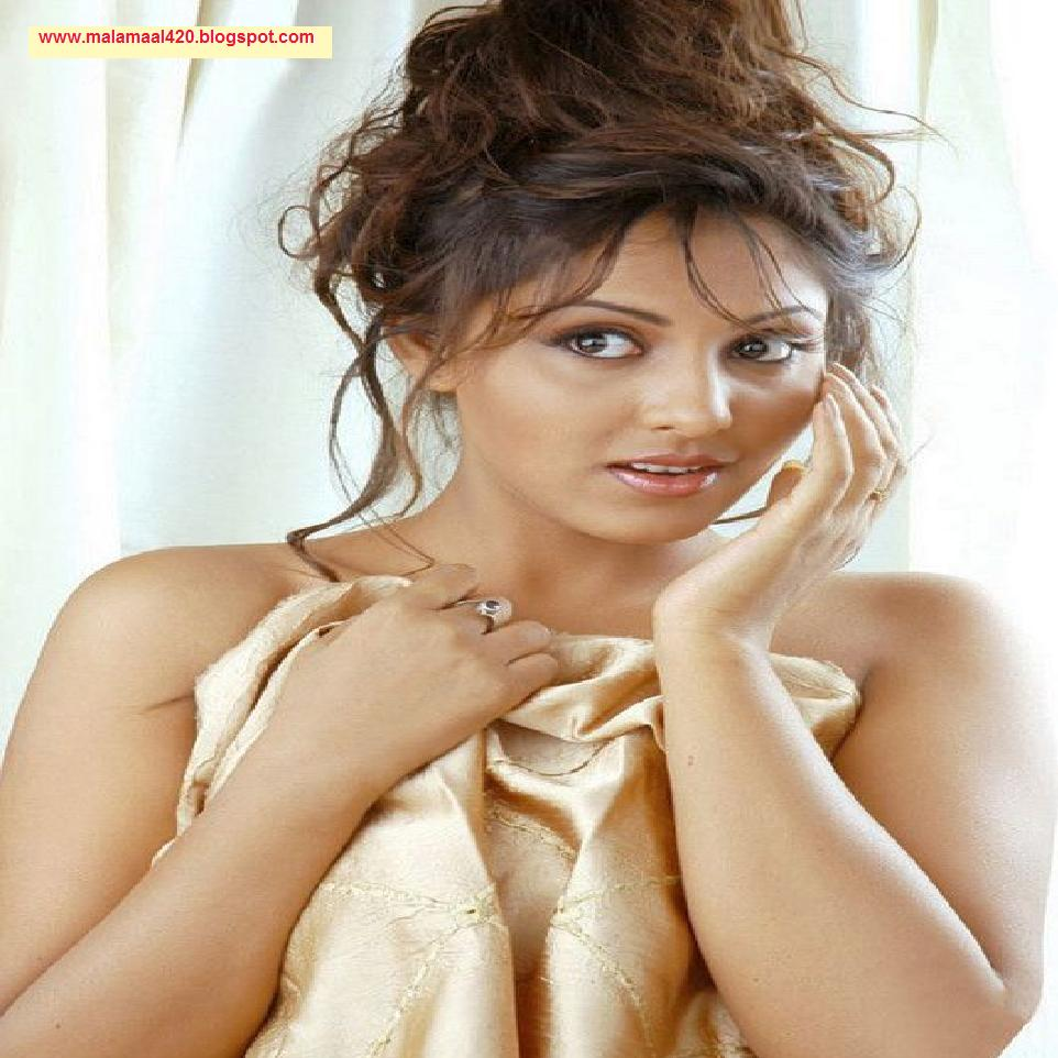Madhu Shalini Nude Photos Ele nesha jawani ki: madhu shalini hot in tight blouse semi nude hot