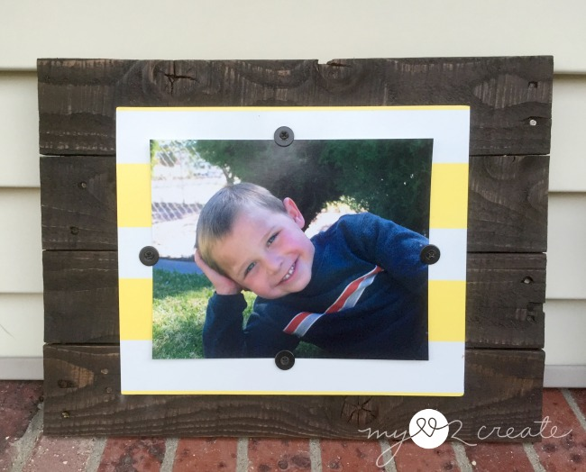 Using pallet and scrap wood frame with a horizontal photo