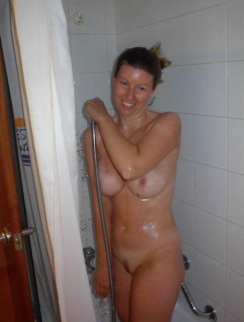Flagra De Novinhas Tomando Banho Peladas