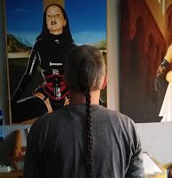Der Künstler betrachtet...