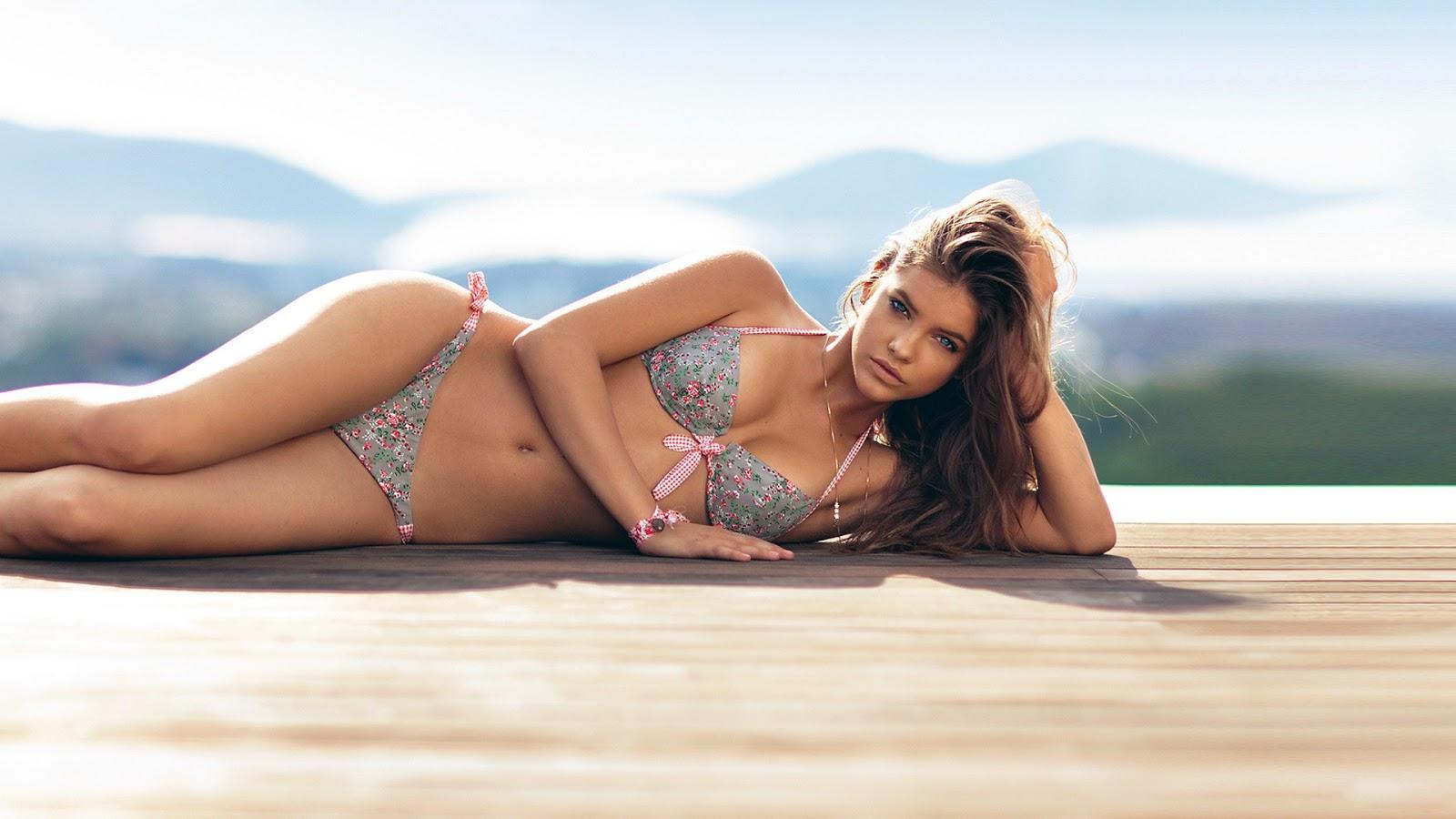 Selena Gomez Bikini Pic