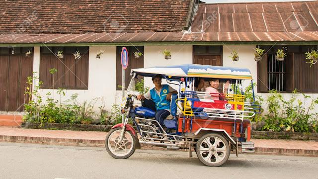 du lịch Lào với xe tuk tuk