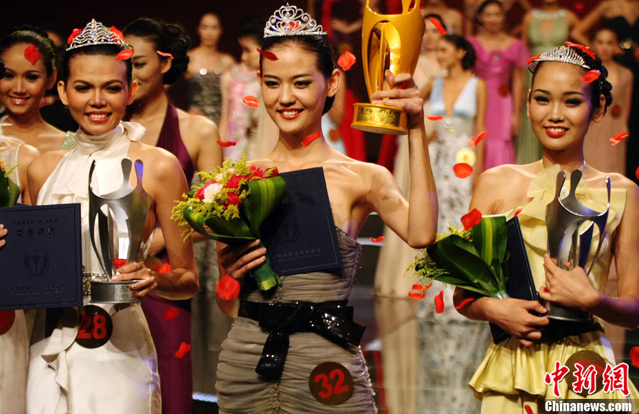 Xin Ray Crowned Asian Super Model 2011