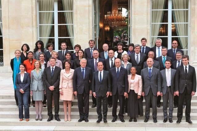 Les primes de cabinet du gouvernement Ayrault passent mal