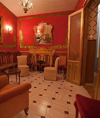 Correveidile reportaje salas teatrales alternativas for Casa clasica caracas