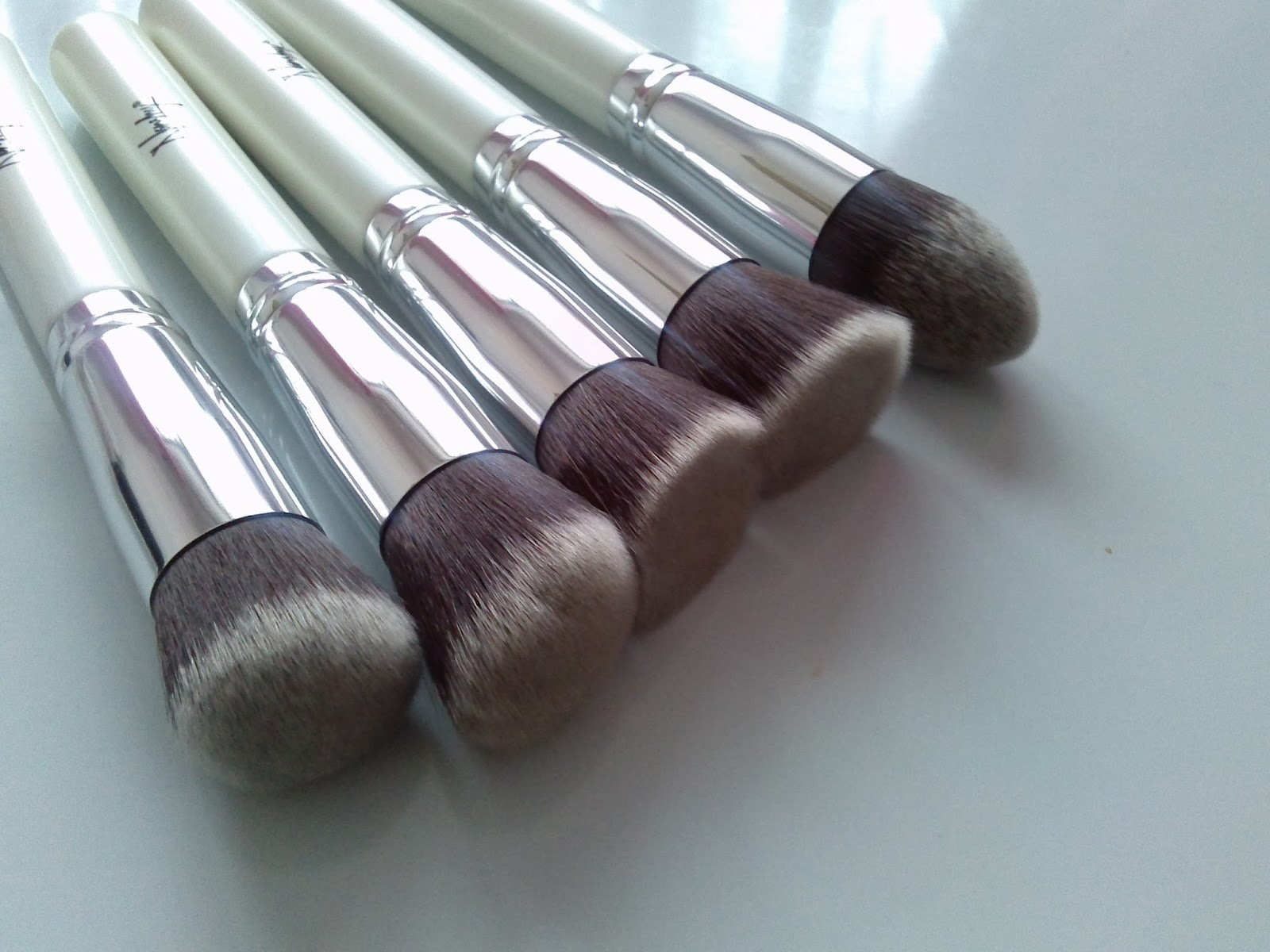 nanshy 5 piece white makeup brush set sigma dupe real techniques