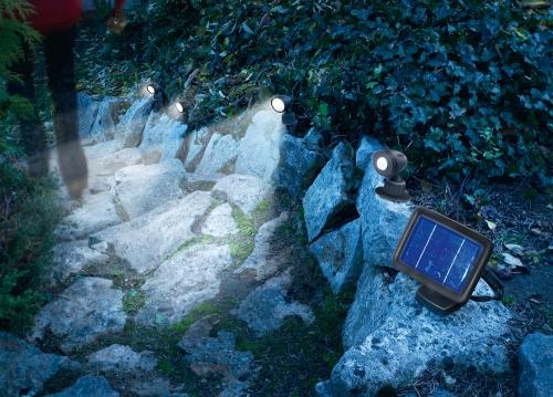 Jard n solar iluminar los puntos negros de mi jard n con for Focos solares jardin