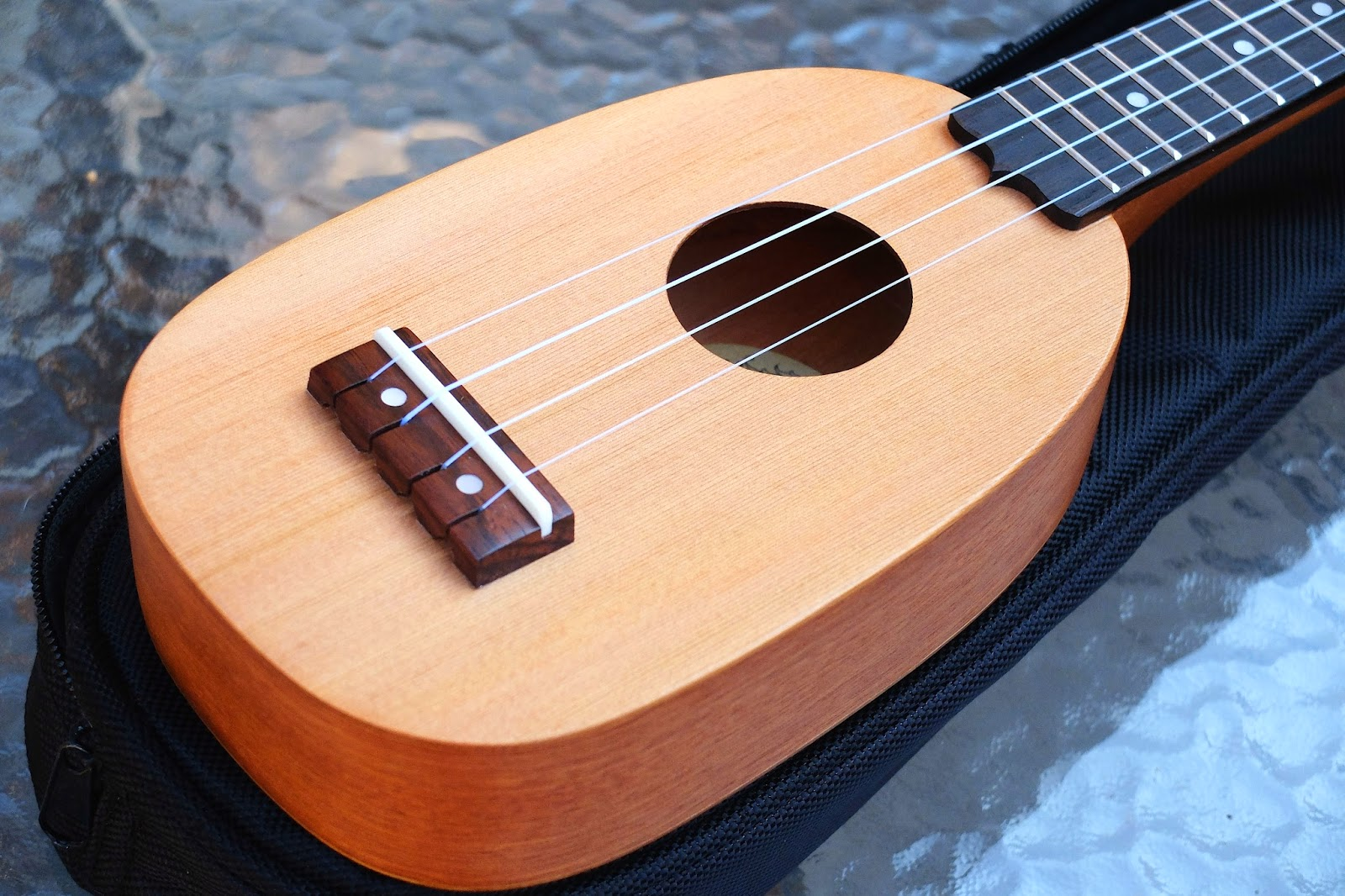 iUke Piccolo Mini Ukulele body