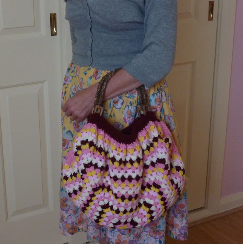 Granny Square Bag Free Pattern http://yellowpinkandsparkly.blogspot ...