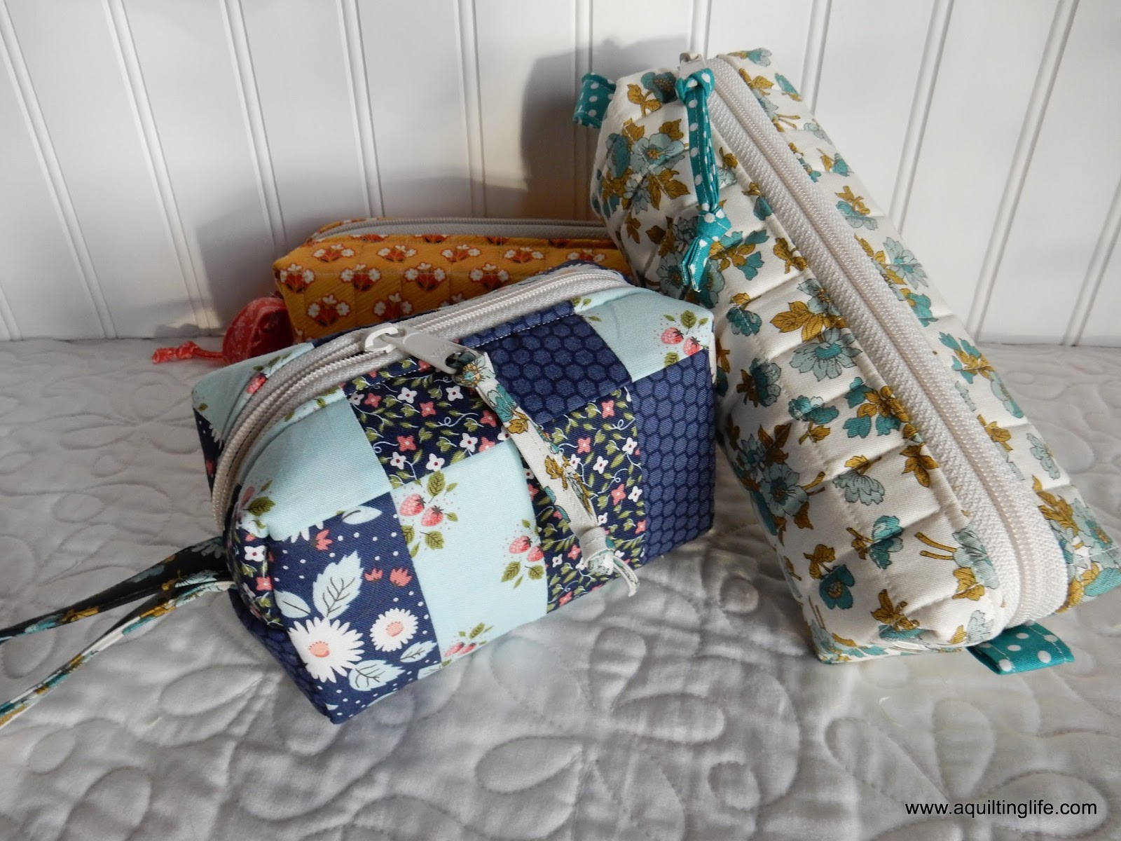 Gifts for Friends: Little Bags | A Quilting Life - a quilt blog : quilt gifts - Adamdwight.com